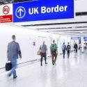"""Serait-ce l'avenir du voyage : l'arrivée du """"passeport Covid-19"""" se précise au Royaume-Uni"""